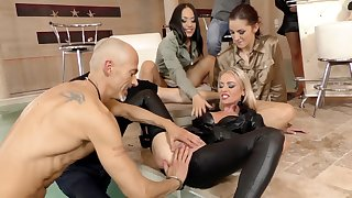 Hardcore glamorous porn star orgy with Bella Bereta and Coco Del Mal